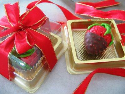 Chocolate For Wedding Door Gift : strawberry love chocs
