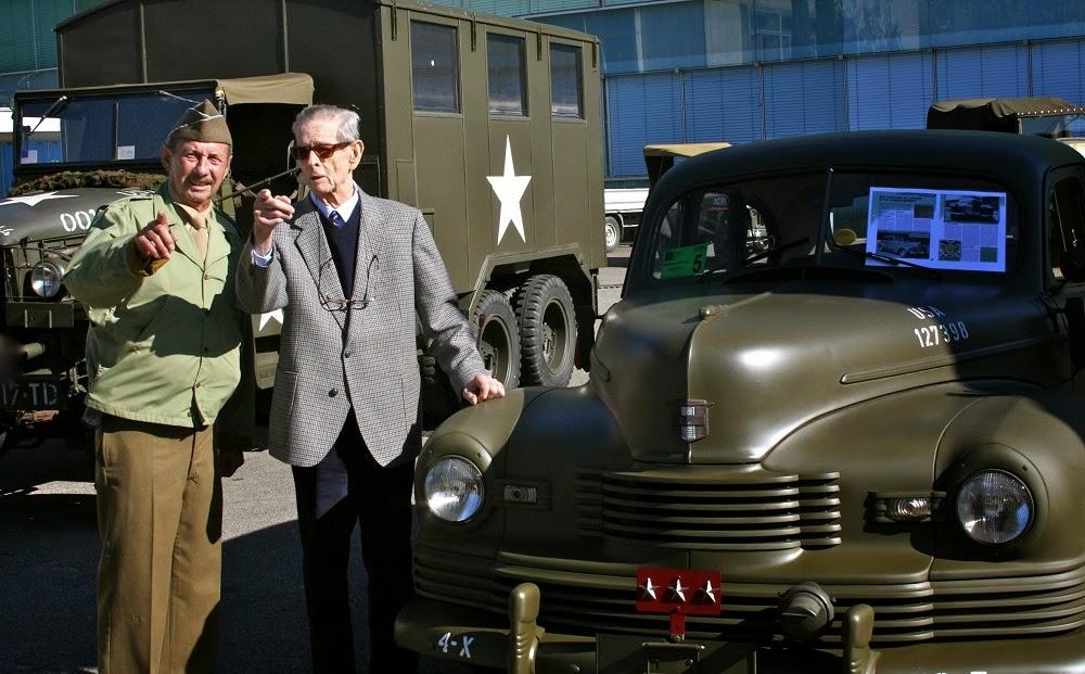 Regele Mihai, la expoziția de mașini militare de epocă din Nyon, Elveția