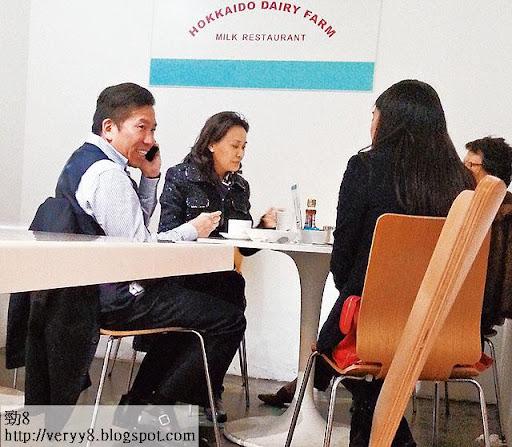 3月 4日下午,陳振聰約同三位姊妹在中環茶聚,一起祈禱及分享見證。