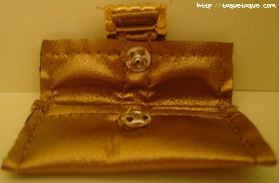 Barbie Silkstone Je ne sais quoi: clutch (bolso de mano) dorado abierto