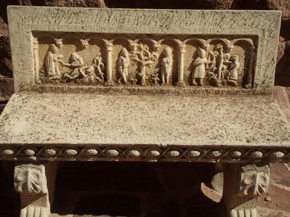 Banco, reproducción del original del monasterio de Gotor