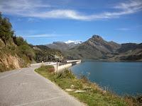 Après avoir passé le barrage, le Mt Blanc en fond
