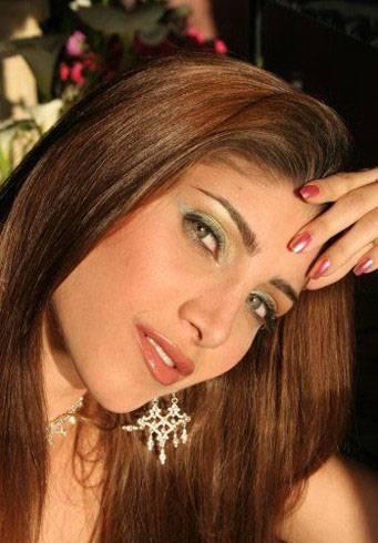 Persian Model Miriam Shenasi smile