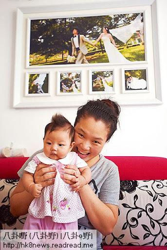 經過多年失敗,傅太終於靠人工受孕得米,今年六月成功誕下女兒芷恩,她開心得像中了六合彩。