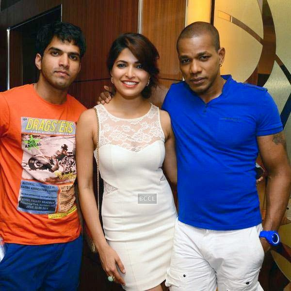 Parvathy Omanakuttan and Harrison James(R) pose with a guest during the premiere of Bollywood movie Pizza, held at PVR in Mumbai, on July 21, 2014.(Pic: Viral Bhayani)