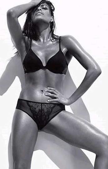 Eva Mendes, posando