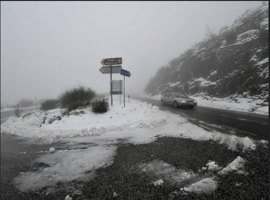 Neve corta duas estradas no norte do distrito de Viseu 10-2-14
