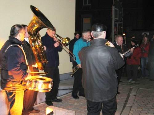 De New-Orleans Jazz Band wacht ons buiten op.