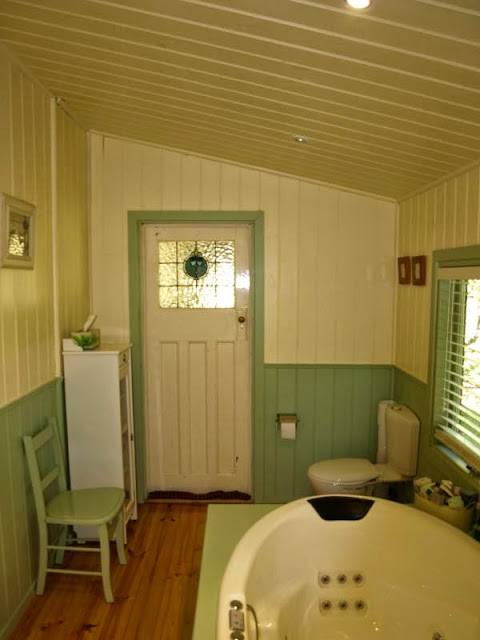 Federation bathroom at 242 Chetwynd Junction Road Casterton Vic