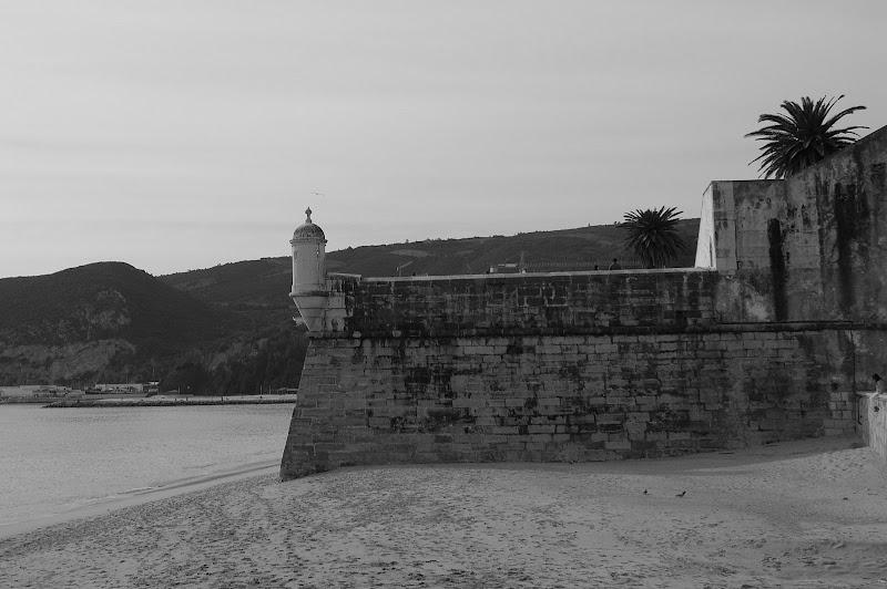 O castelo na Areia, Sesimbra