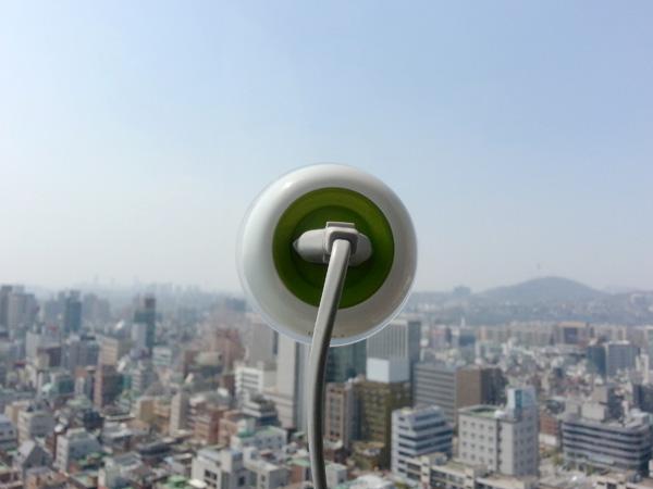 *太陽能充電插座(吸盤式):可直接黏在玻璃上充電! 1