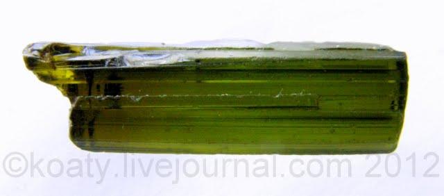 кристалл зеленого турмалина