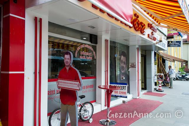 Kastamonu'da Vedat Milor'un çok beğendiği Kastamonu dönerini yapan Nail Usta'nın dükkanının önü