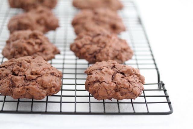 photo of Chocolate Mudslide Cookies in a baking rack