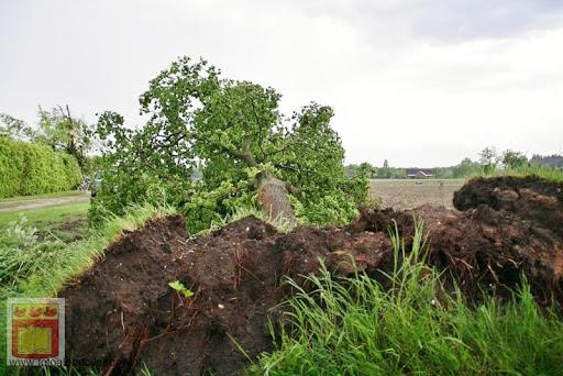 Noodweer zorgt voor ravage in Overloon 10-05-2012 (9).JPG