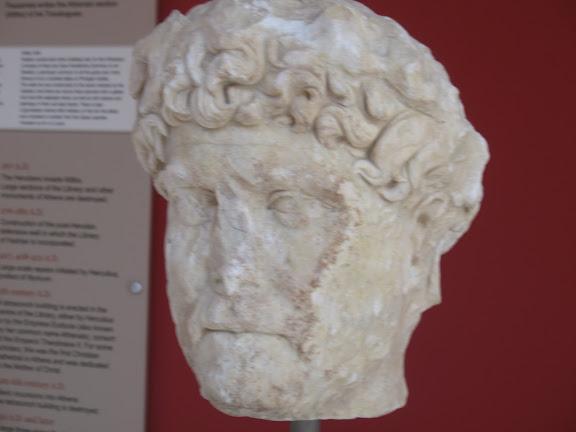 Cabeza del emperador hispano-romano Adriano. Biblioteca de Adriano. Atenas