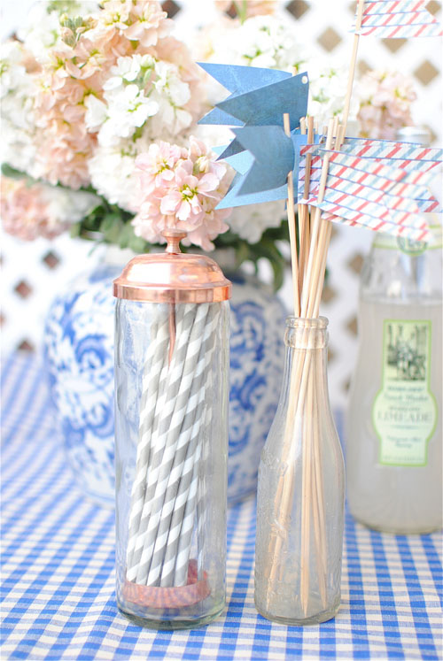 grey and white striped paper straws