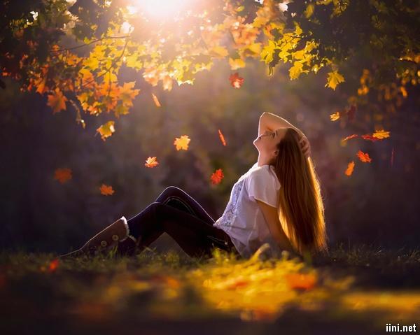 ảnh cô gái xinh đẹp và mùa thu