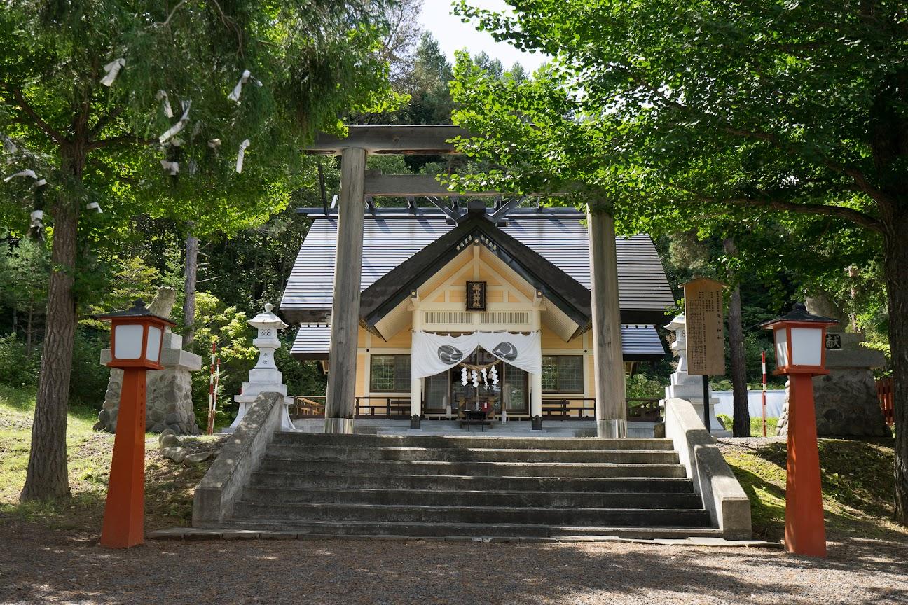 滝上神社境内
