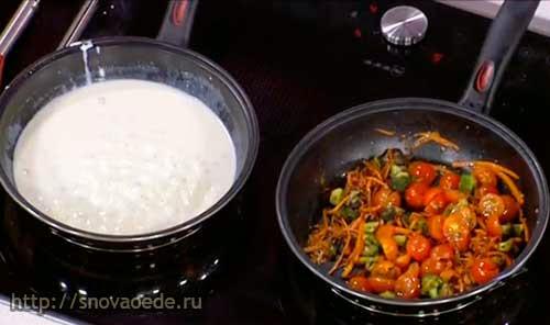 спагетти с овощами и сырным соусом