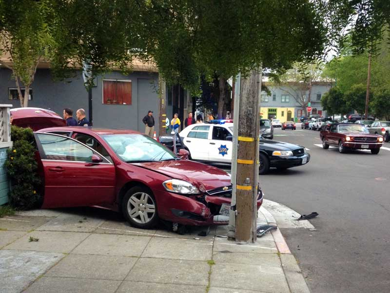 Robbery Suspects Arrested After Car Chase, Crash in Lower Haight [Updated]