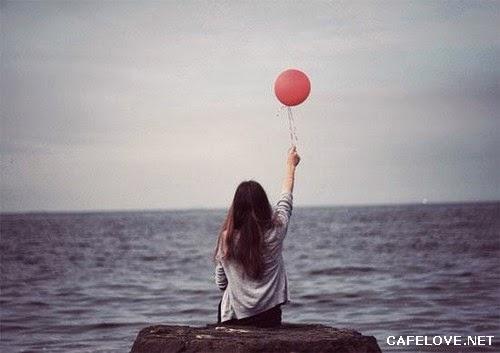 Hình ảnh cô gái lang thang trên Biển buồn nhất