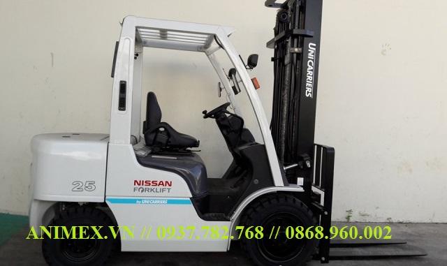 Xe nâng diesel 2.5 tấn Nhật Bản