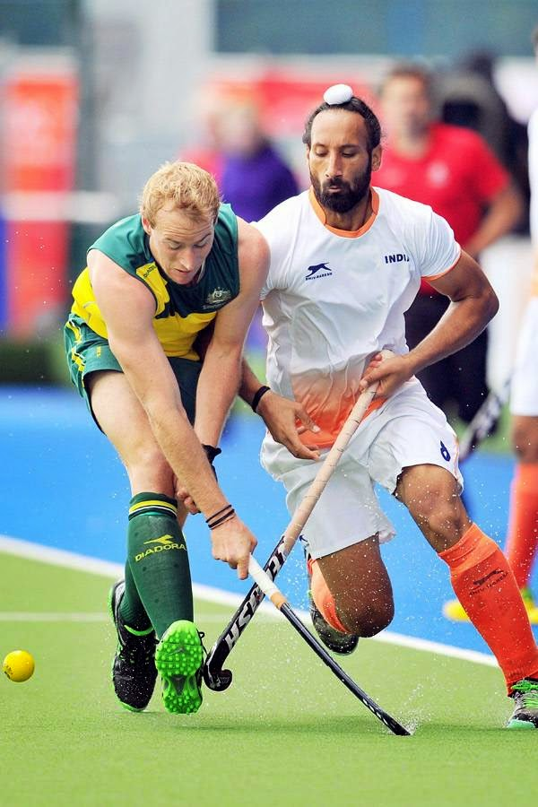 India's Sardar Singh (R) vies with Australia's Aran Zalewski (L) during a men's field hockey match between India and Australia at the Glasgow National Hockey Centre at the 2014 Commonwealth Games, in Glasgow, on July 29, 2014.