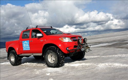 Toyota Hilux dengan Jet Fuel