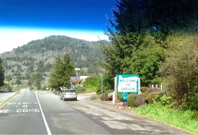 Welcome to Oregon Sign near Brookings, OR