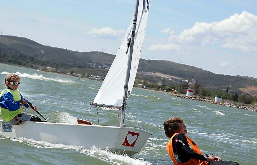 Optimist Voile Couse_par_équipe Stage_national_POP Narbonne La_Nautique