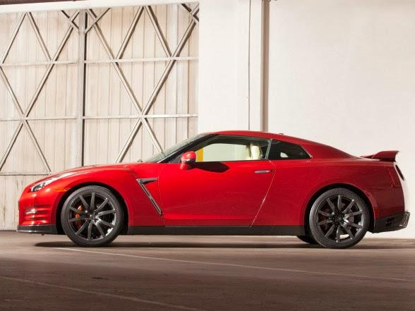2015 Nissan GT-R - Side