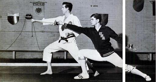 Фехтование: выпад / Карате: удар на выпаде вперед (ои-цуки) (Чтобы сравнить стойку в карате и фехтовании, каратист принял нестандартную левостороннюю стойку)