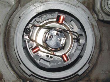 Стандартное крепление лампы на праворульном автомобиле