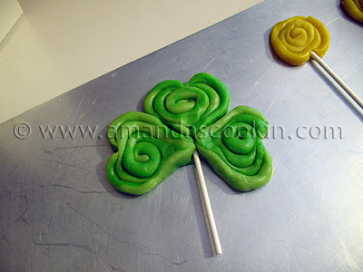 A photo of a green St. Patrick\'s day  shamrock cookie.