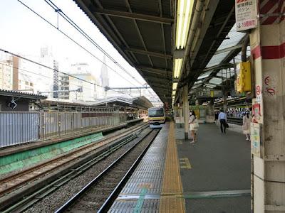 新宿駅の13番線ホーム