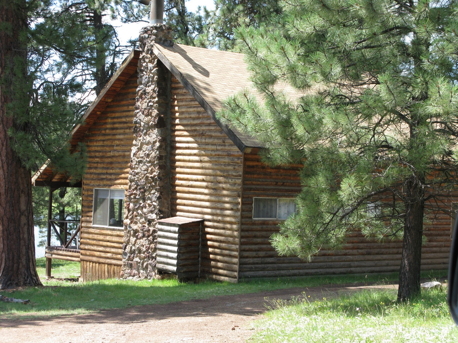 in cabin rentals cabins adventure hills black saloon pinetop lodging vacation