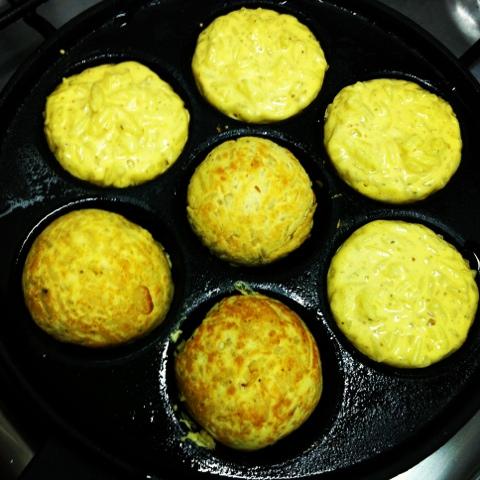 Bolinho de arroz, frigideira de takoyaki, comida de rua, alimentação na rua, alimentação saudável, bolinho japonês, tenkasu, shoyu, Akashiyaki, culinária japonesa,