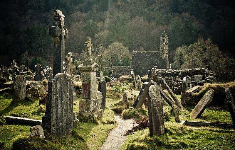 Gleann Dá Loch, czyli Glendalough..