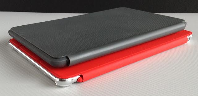Nexus7+トラベルカバーとiPad mini+スマートカバー:カバーの付け根の側から
