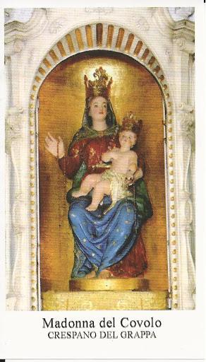 La statua della Vergine con Bambino sull'altare maggiore del Santuario
