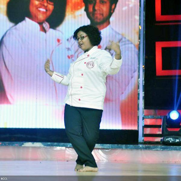 Finalist Doyel Sarangi showcases her dancing skills at the grand finale of the cookery show Master Chef Season 3, held in Mumbai. (Pic: Viral Bhayani)