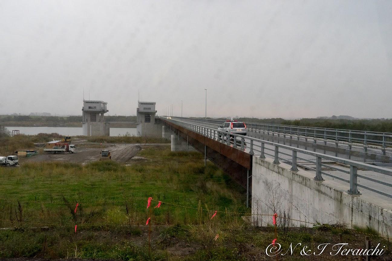 頭首工への橋