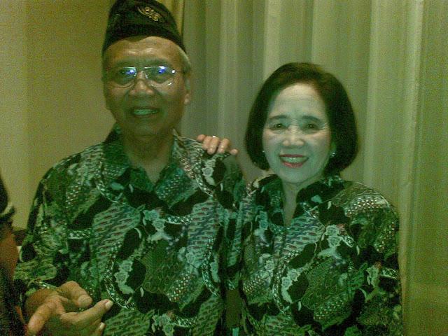 Bapak Sartono dan Isteri, pencipta Lagu Pahlawan Tanpa Tanda Jasa