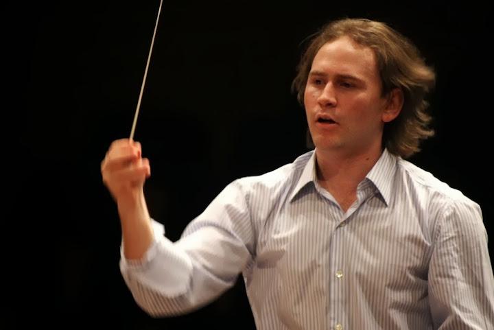 Nunca podré olvidar la emoción que sentí cuando el maestro me llamó para ofrecerme, con tan sólo 15 años, la responsabilidad de dirigir una orquesta