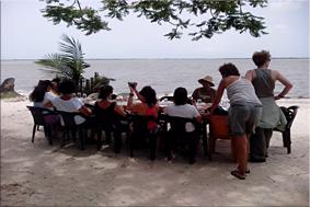 Esto si es comer con vistas al mar,isla de Carabane