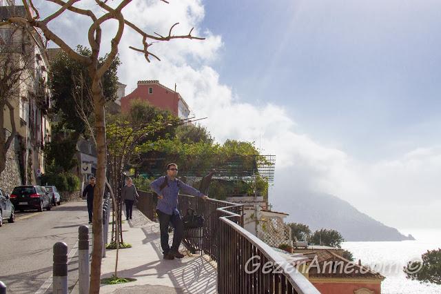 Positano sokaklarında dolaşırken