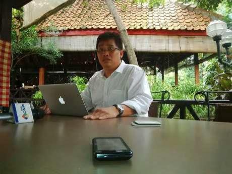 Zainal Tahir Memberikan Keterangan Aneh dan Bertele-tele  Soal Foto Samad-Feriyani