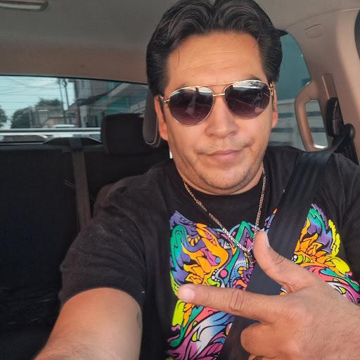 Daniel Villalobos Photo 29