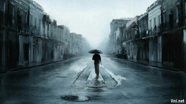 ảnh chàng trai đi dưới cơn mưa